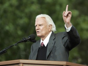 Billy Graham speaks during the Billy Graham Crusade at Flushing Meadows Corona Park in Queens, NY. 6/25/05 (RNS photo by John O'Boyle/ The Star-Ledger)