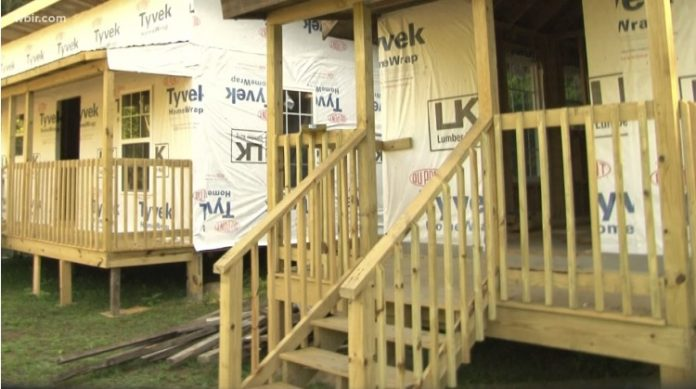 baptist-church-builds-20-tiny-homes-for-recovering-addicts-in-opioid-stricken-community-696x389